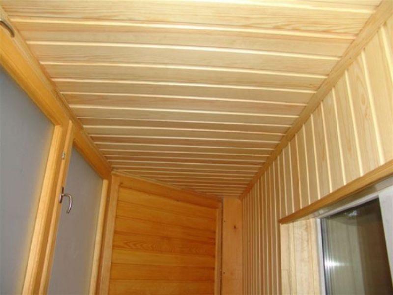 Потолок на балконе из вагонки видео