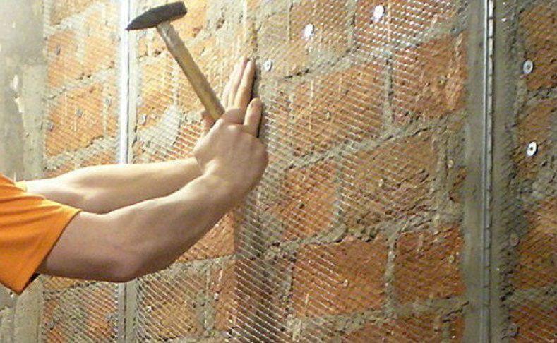 Крепление металлической штукатурной сетки на кирпичную стену