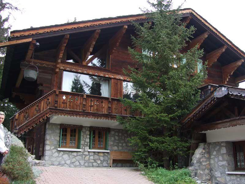 Дом шале в три этажа с мансардой
