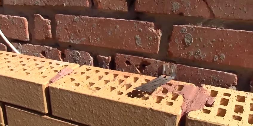Привязка облицовочной кладки к существующим стенам