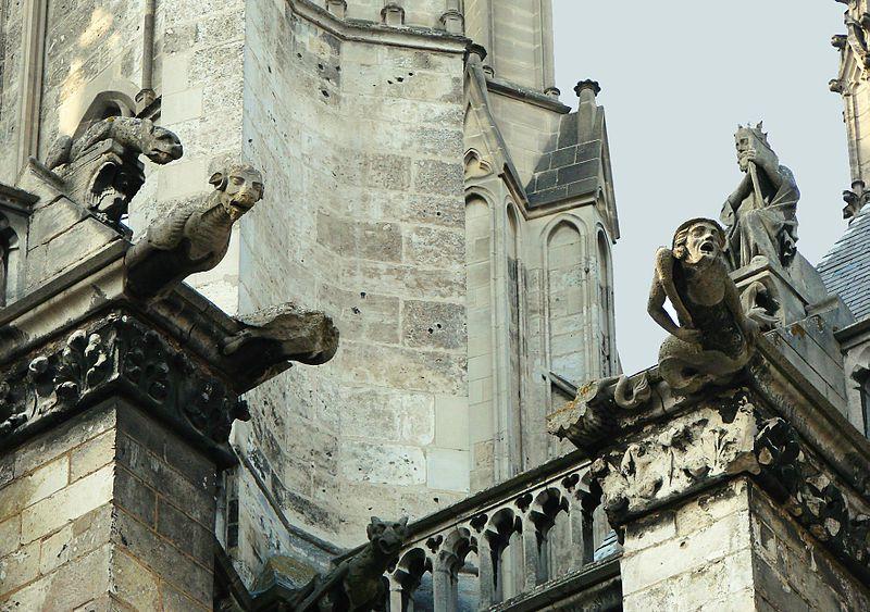 Скульптуры готического собора