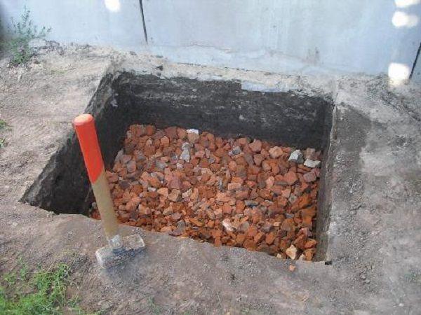 Допустимо использование битого кирпича в качестве подсыпки