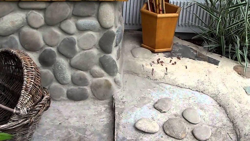 Пример отделки цоколя камнями