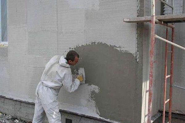 Выполнение работы по штукатурке фасада