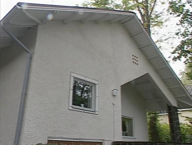Равномерное окрашивание фасада в белый цвет
