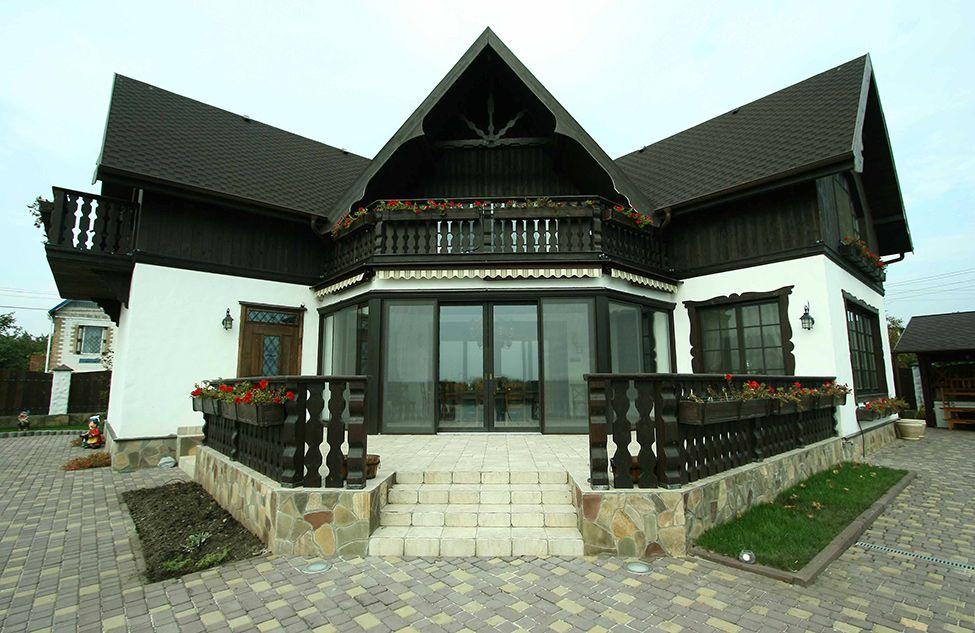 Современный дом, стилизация под шале