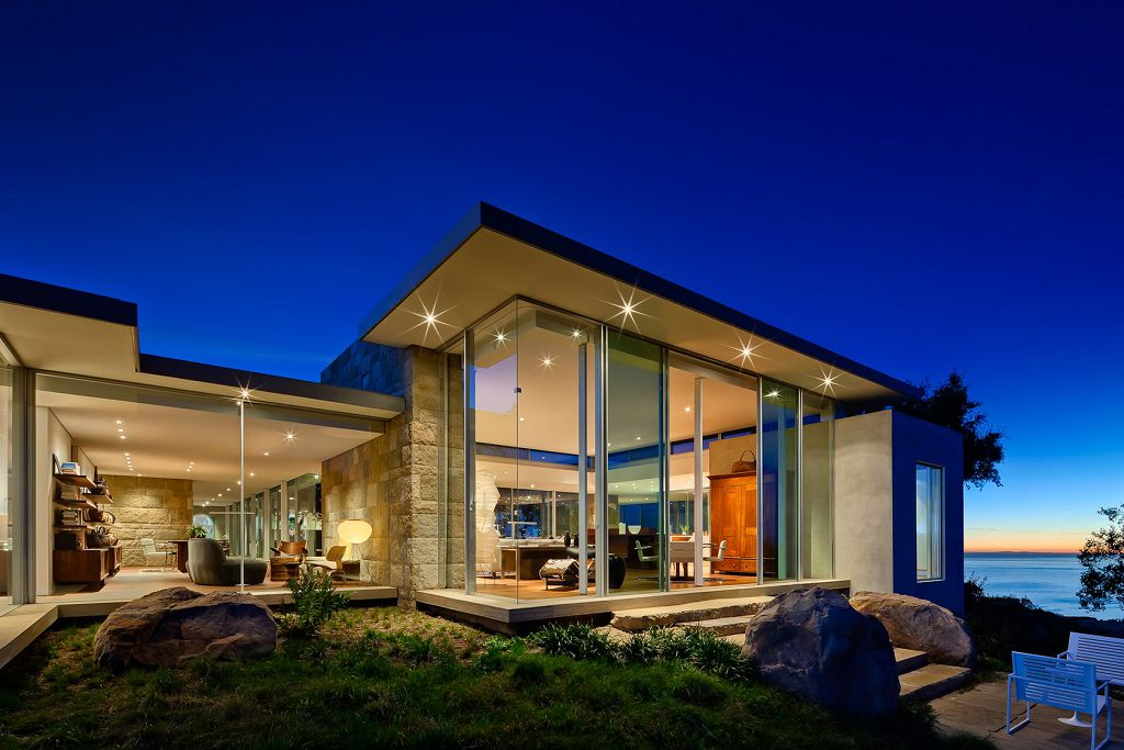 Особняк близ Санта-Барбары – интерьер дома со стеклянными стенами