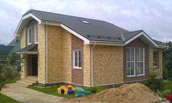 Дом из СИП панелей, облицованный декоративным камнем