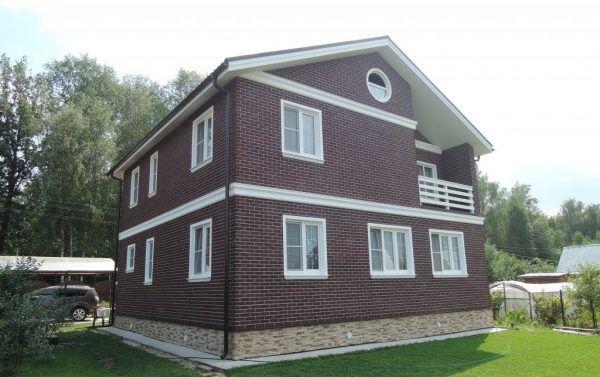 Дом приобрел завершенный и очень симпатичный вид