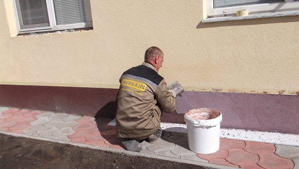 Мраморная штукатурка — универсальный метод, позволяющий скрыть недостатки стен здания и придать им презентабельный вид