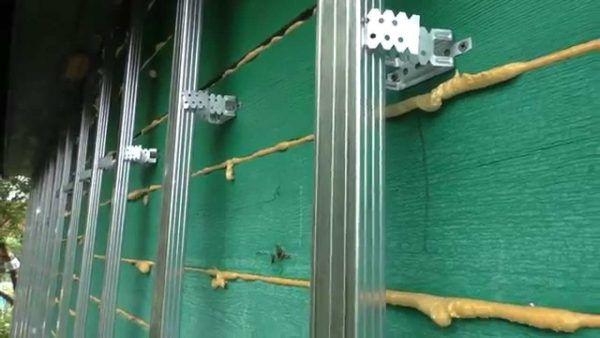 Обрешетка для винилового сайдинга или металлосайдинга с помощью направляющего профиля 60х27