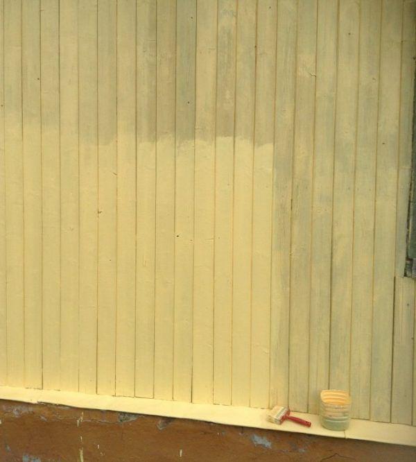Покраска деревянного дома производится в 2-3 слоя