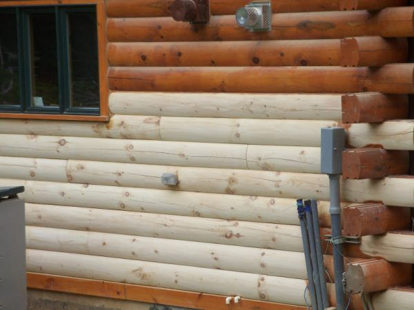 Покраска стен деревянного дома снаружи