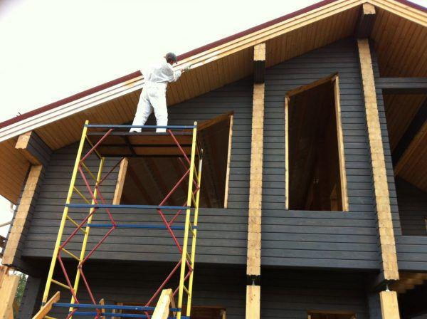Правильно обработанный фасад в несколько раз увеличивает срок службы дома
