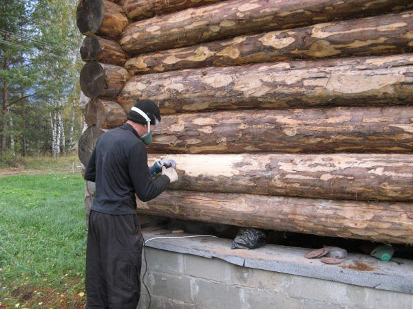 Шлифовка стен сруба деревянного