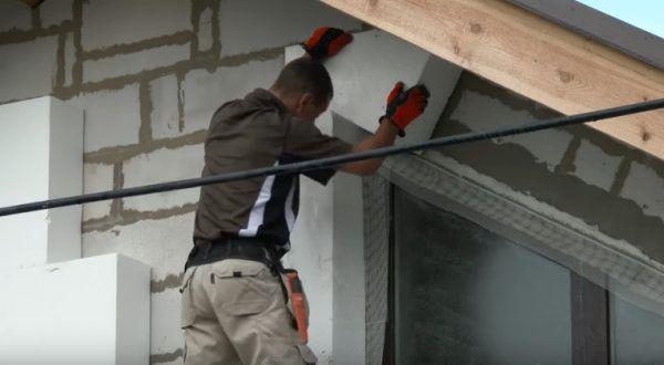 Установка блоков под крышей