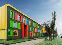 Яркие разноцветные окна. Киевский Комфот-Таун