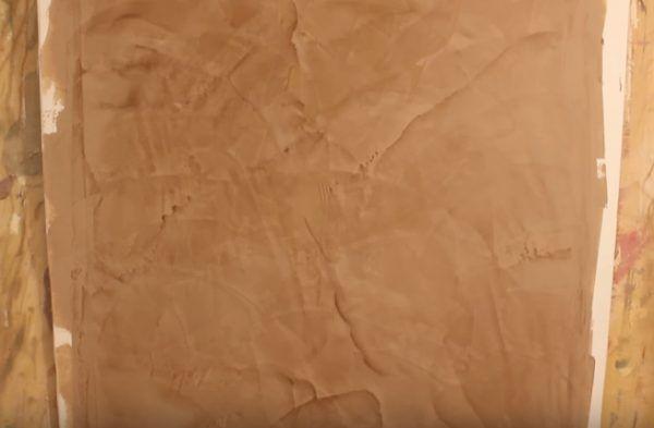 Участок венецианской штукатурки после нанесения и частичного высыхания третьего слоя. Можно заметить специфический рисунок, который и является основной особенностью данного вида отделки