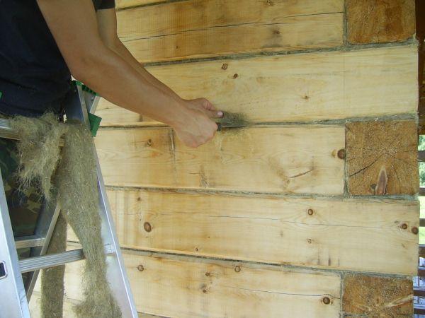 Межвенцовый утеплитель позволяет продлить срок эксплуатации деревянного дома